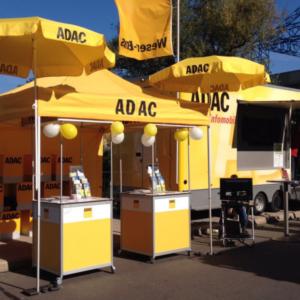 ADAC Stand mit Reaktionstest Gerät